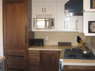 stove & microwave in kitchen